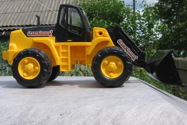 Трактор с ковшом и. - toyway.ru